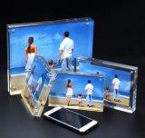 Bâti magnétique acrylique clair fait sur commande d'étalage de photo d'illustration