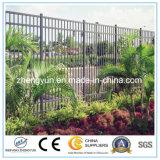 金属粉の上塗を施してある屋外の溶接された金網の塀の庭の塀