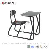 Mobília de escola sobre a mesa e a cadeira de uma peça só da escola do estilo novo moderno
