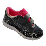 Chaussures du sport des gosses avec la garniture chaude
