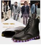 البريطانيوّن نمو [هيغقوليتي] جلد رجال يمهّد نساء مارتن [لد] أحذية لأنّ بالغ