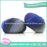 Companhias do fio que tricotam manualmente o fio do lenço da camisola de lãs dos testes padrões