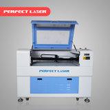 Máquina de corte acrílica de gravura a laser de CO2 em madeira de couro