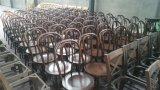 Nuez oscura que apila la silla de Thonet de madera sólida, silla del hotel
