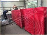 赤い塗られた石大工フレームの足場