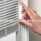 I ciechi di finestra hanno funzionato magneticamente da due maniglie per l'ombreggiatura per il divisorio dell'ufficio