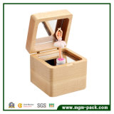 Caixa de música de madeira do projeto novo com bailarina da dança