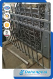 電流を通された粉の上塗を施してある錬鉄の塀
