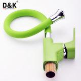 Nuevo diseño de alta calidad popular verde grifo del fregadero de la cocina con salida flexible