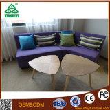 現代様式のホテル標準部屋の家具をカスタマイズしなさい