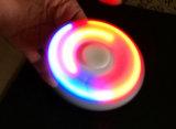Luzes do diodo emissor de luz com os brinquedos do girador do dedo da mão das baterias, tri girador da inquietação