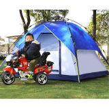 3-4 Leute-kampierender automatischer im Freien Multispielerwald, der Zelt wandert