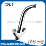 Faucet de bronze da bacia do banheiro da cachoeira do cromo com furo dobro do punho