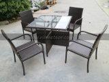 Jardín al aire libre 4 plazas mesa cuadrada conjunto de comedor Poly Rattan con Anti-UV conjunto de comedor de mimbre redondo