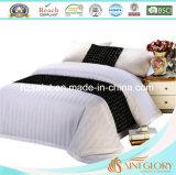 ホテルの白い寝具は純粋な綿織物が付いている縞のスタイルシートセットをセットする
