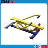 Im Freieneignung-Gerät mit dem Rower