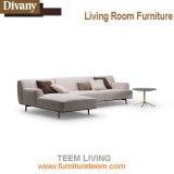 Couler le sofa central à la maison moderne