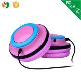 Цветастые стерео связанные проволокой наушники шлемофона света способа