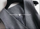 Vestiti grigi delle lane delle donne