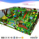 O equipamento do parque de diversões caçoa o campo de jogos interno da floresta do curso da corda do parque do Trampoline