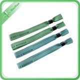 Personalizzare il catenaccio poco costoso del Wristband di attività di disegno di modo di colore