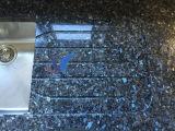 磨かれた自然で青い真珠の花こう岩の床