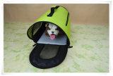El animal doméstico lleva/bolso con la base del paño grueso y suave para el perro y el gato