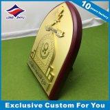 Изготовленный на заказ деревянным трофей металлических пластинк сувенира литейного металла экрана покрынный золотом