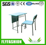 As mesas da escola, tabelas da escola e cadeiras, usaram as mesas do estudante (TA-54)