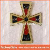 La fábrica vende al por mayor la divisa roja del Pin de metal del corazón de la alta calidad
