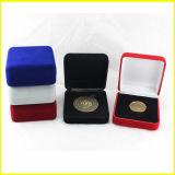 Черная и голубая квадратная коробка бархата для монеток возможности