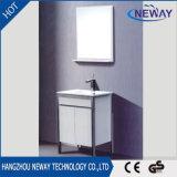 Nuevo suelo que coloca los muebles de la cabina de cuarto de baño del PVC con el espejo