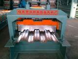 A plataforma do metal do assoalho lamina a formação da maquinaria