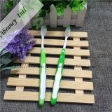 grüne Plastikgriff-umweltsmäßigzahnbürste der Qualitäts-4~5star für Hotel