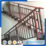 Trilhos novos das escadas do ferro feito do projeto do estilo americano