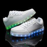 판매 대중적인 남녀 공통 LED 단화에 남자 그리고 여자가 본래 LED 구두 공장 최고 질에 의하여 LED 구두를 신긴다
