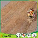 Suelo de mirada de madera del vinilo del PVC de la capa ULTRAVIOLETA del material de construcción