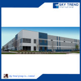 Almacén industrial y vertiente de la estructura de acero