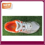 人のスポーツの運動靴は卸し売りする