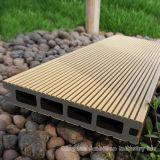 Decking composto plástico de madeira para o revestimento ao ar livre