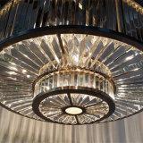 De moderne Eigentijdse Hal van het Hotel om de Lamp van de Tegenhanger van het Kristal