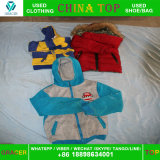Verwendete kleidende Kind-Winter-Kleidung, verwendete Gebrauchtkleidung