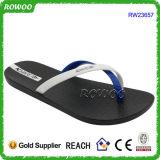 Preiswerter schöner Sommer-Strand-Plastiksandelholz-Flipflops (RW23657)
