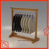 Estantes de visualización de madera de la ropa