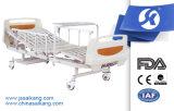 Bett der Qualitäts-ICU mit Speisetische