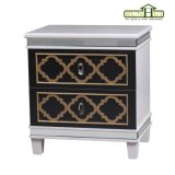 Uma caixa de madeira das portas da gaveta dois no creme branco