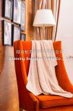 印刷された端が付いている明白なフランネルの赤ん坊の羊毛毛布