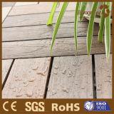 Tuile composée en bois antidérapage résistante de paquet de coextrusion de termite extérieur durable