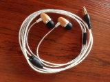 Micとの新式の耳の木製のステレオのイヤホーン木のEarbud