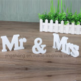 Hölzerne Alphabet-Verzierungen der Mr& Mrs-Signs Letters Wedding Supplies